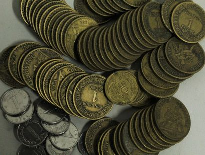 Important lot de monnaies principalement Françaises en métaux communs et quelques...
