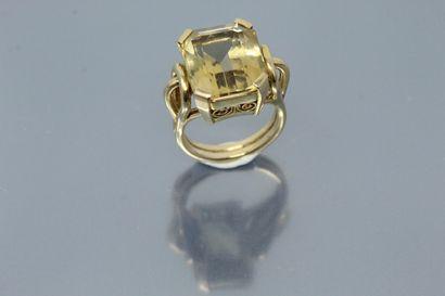 Bague ajourée en or jaune 18k (750) ornée...