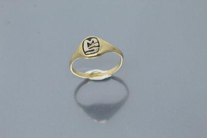 Chevalière en or jaune 18K (750), monogrammée...