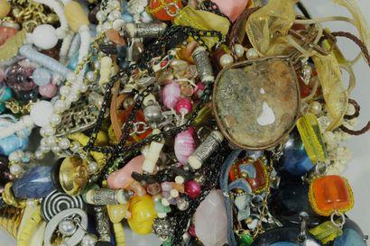 Important lot de bijoux fantaisies
