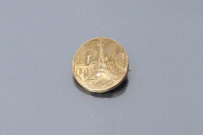 Broche ronde en or jaune 18K (750), présentant...