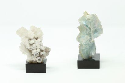 ARAGONITE soclée (à gauche) / FLUORITE soclée...