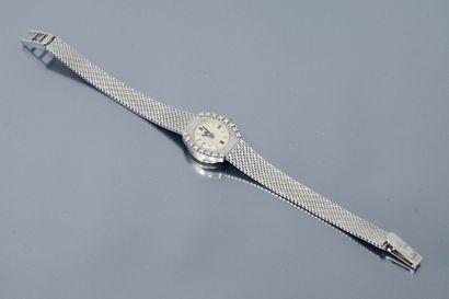 LIP  Montre bracelet de dame, boîtier ovale...