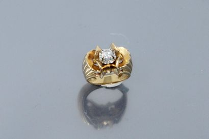 Bague en or jaune 18K (750) ornée d'un diamant...