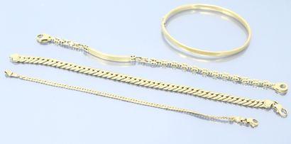 Trois bracelets en or jaune 18k (750), l'un...