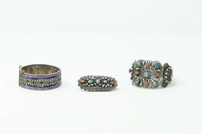 Lot de deux bracelets en argent, l'un filigrané...