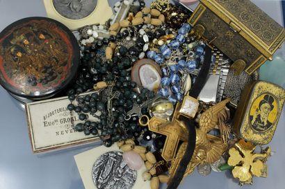 Lot de bijoux fantaisie dont quelques uns...