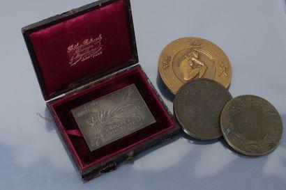 Lot de médailles comprenant :  - une médaille...
