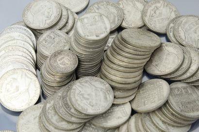 Lot de pièces comprenant :    - Pièces de...