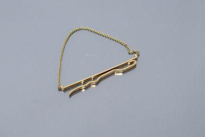Pince à cravate en or jaune 18k (750).  Poids...