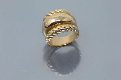 Chevalière en or jaune 18K (750) formée d'un...