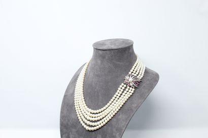 Collier cinq rangs de perles de culture en...