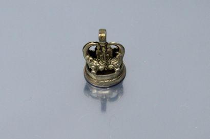 Seau en métal ornée d'une intaille en pierre...