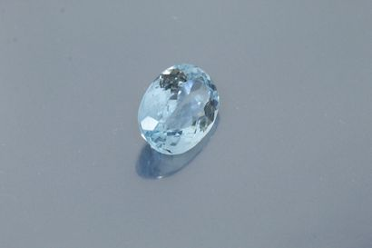 Oval topaz on paper.  Weight : 23.36 cts...