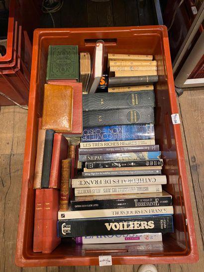 Importante manette de livres : Regroupant...