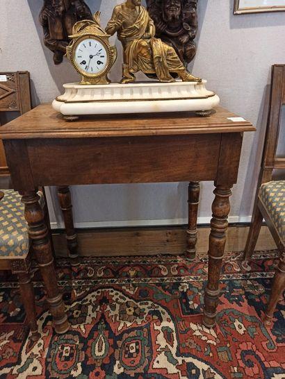 Petite table en bois rustique