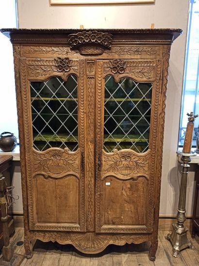 Une armoire normande en chêne clair transformée...