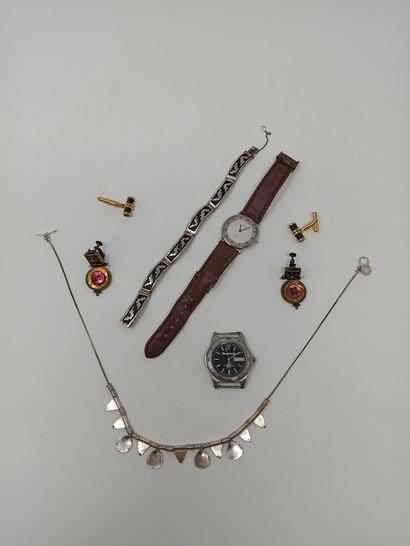Lot comprenant:  - Collier en argent  - Bracelet...