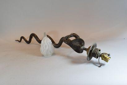 Applique stylisant un cobra émaillé  Usures,...
