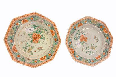 Paire d'assiettes décorées,  Chine XVIII...