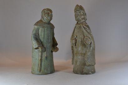 Evêque et moine en grès    H. 39,5 cm et...