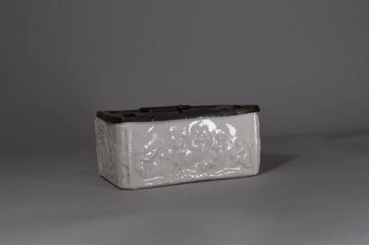 Encrier en porcelaine CAPODIMONTE blanche...
