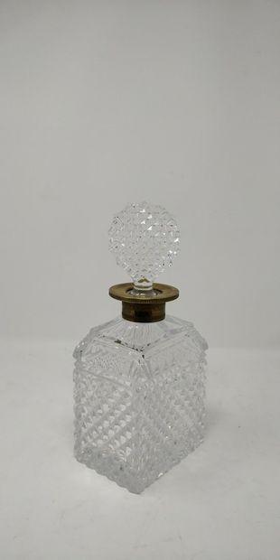 Carafe en cristal taillé en pointes de diamant...