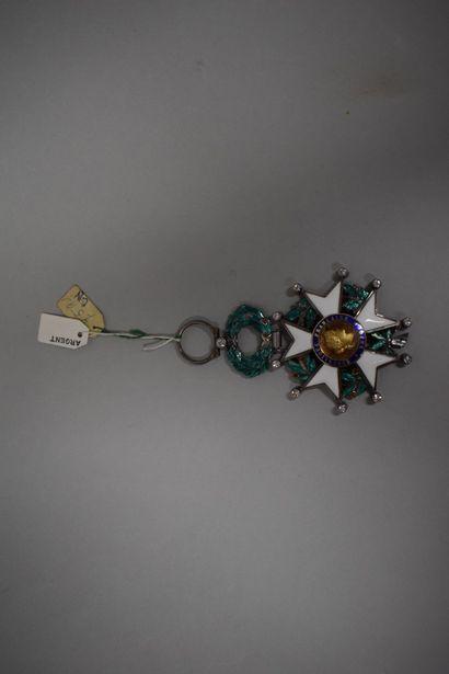 Etoile de Chevalier de la Légion d'honneur.  Fabrication de luxe avec brillants...