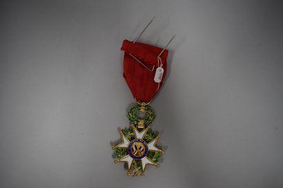 Etoile d'officier de la Légion d'honneur  Argent doré  Epoque IVe République  Poids...