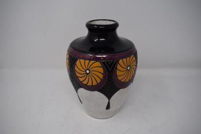 PIERREFONDS  Vase balustre à col élagri en...