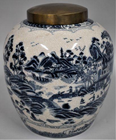 Chine XXème siècle.  Grand pot à gingembre...