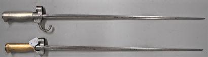 Lot de deux baïonnettes Lebel 1886 dont une...