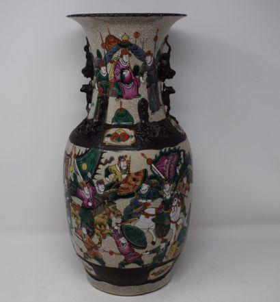 NANKIN paire de vases en grès et émaux polychromes...