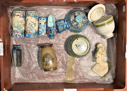 MANETTE de pièces de céramiques diverses...