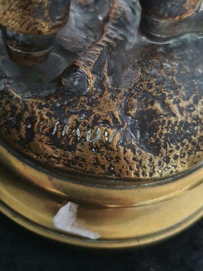 CHAUVIN (XIXème)  Le joueur de vielle  Bronze à patine brune nuancée, sur l'arrierre...