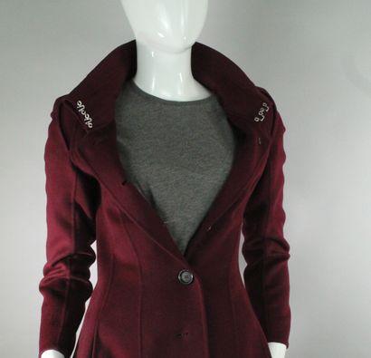 CELINE    Manteau long bordeaux en laine et cachemire cintré à boutonnage central...