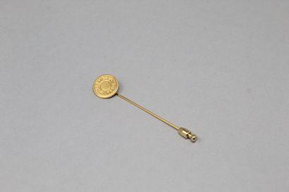 HERMES Paris  Epingle à revers en métal doré....