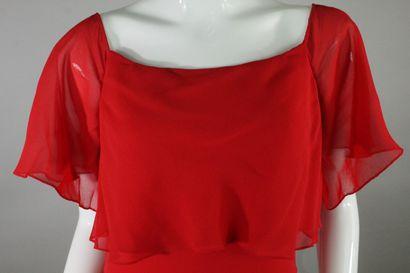 NINA RICCI BOUTIQUE    Robe du soir en crêpe et mousseline de soie rouge, effet...