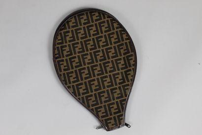 FENDI    Housse de raquette en cuir brun...