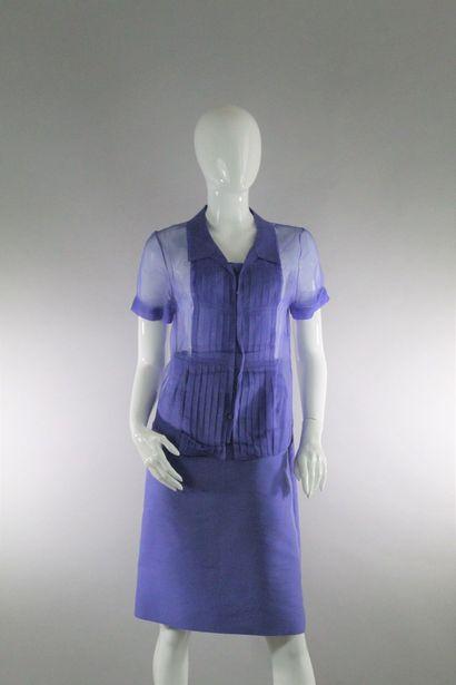 CELINE    Ensemble violet en coton et soie mélangés, composé d'un chemisier à manches...