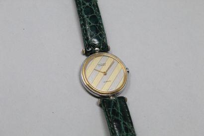 VAN CLEF & ARPELS  Montre bracelet de dame, boîtier rond en métal argenté, cadran...
