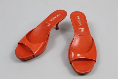 PRADA  Paire d'escarpins monochromes orange....