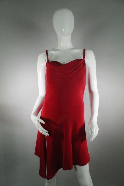 CHRISTIAN LACROIX    Robe cocktail asymétrique rouge à col bénitier stylisé, fines...