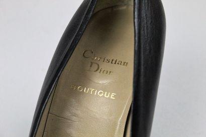 CHRISTIAN DIOR BOUTIQUE (circa 1980)    Paire d'escarpins à talons hauts modèle...