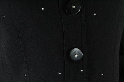 BURBERRY    Veste noire à manches longues ornée de strass, boutonnage central, chaque...
