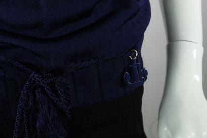 GUCCI (par Frida Giannini)    Top à manches courtes en maille, à décor de noeud...
