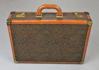 ETRO (attribué à)    Valisette en cuir naturel et toile enduite à motif paisley...