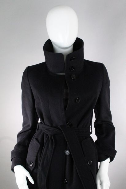 BURBERRY    Manteau long en laine et cachemire noir à boutonnage central, ceinturage...