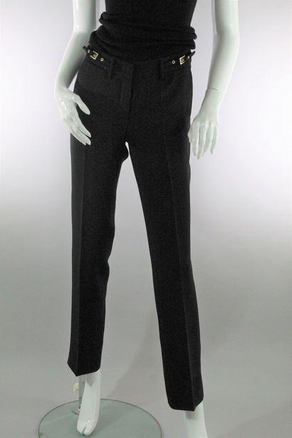 BLUMARINE    Pantalon droit façon smocking fluide noir, agrémenté de deux poches...