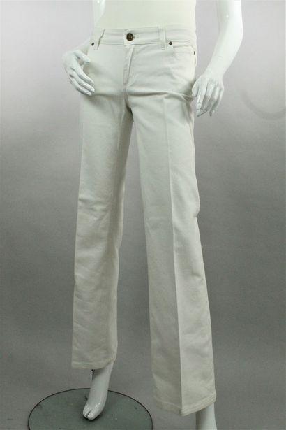 GUCCI    Pantalon droit façon jean en denim blanc agrémenté dedeux poches wwestern...